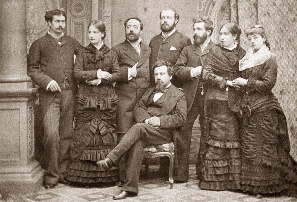 Amilcare Ponchielli seduto tra gli interpreti della prima rappresentazione de La Gioconda (Teatro alla Scala, 1876).