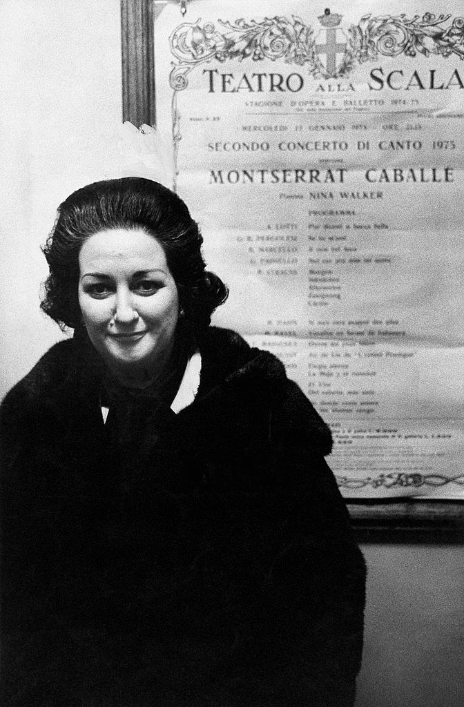 Montserrat Caballé fuori dal Teatro alla Scala
